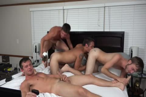 A couple AND TWO allies slamming ON webcam