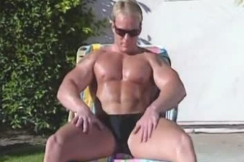 6-Pack, bare Muscle blowjob To Toe 1