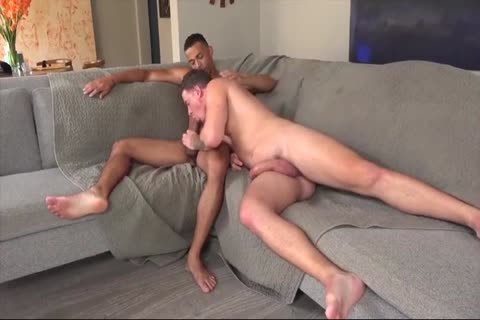 homosexual Daddy Gives Multiple blowjob In A Locker Room