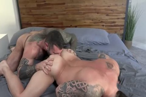 Muscle Daddy's fuck raw
