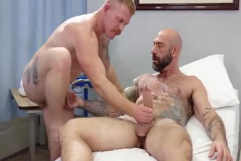 homo Sex : Drew Sebastian & Nurse Ginger Piercing Bear (undressed)